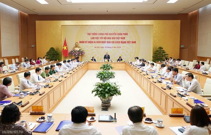 Thủ tướng Nguyễn Xuân Phúc: Chính phủ sẽ tạo cơ chế để báo chí phát triển - Ảnh 3.