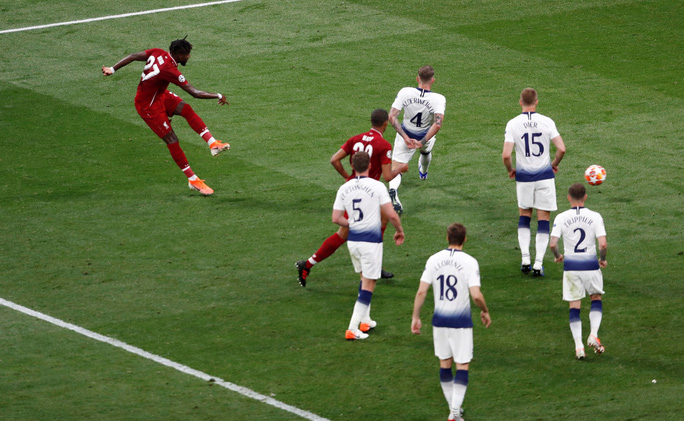 Hai phen bắn hạ Tottenham, Liverpool lên đỉnh châu Âu - Ảnh 8.