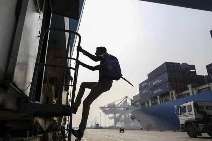 Ấn Độ sôi sục vì Mỹ chấm dứt chính sách ngoại lệ  - Ảnh 2.