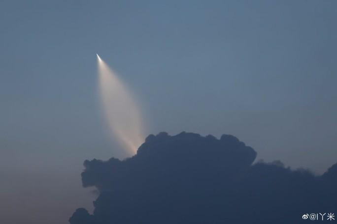 Trung Quốc thử nghiệm thành công tên lửa mới nhất - Ảnh 1.