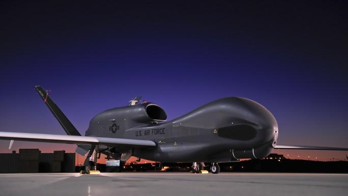 Iran bắn hạ UAV Mỹ, đổ thêm dầu vào lửa - Ảnh 1.