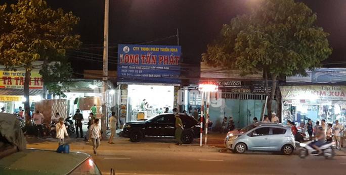 Khám xét nhà, công ty chủ doanh nghiệp kêu giang hồ vây xe công an - Ảnh 2.