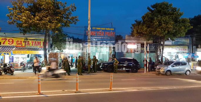 Khám xét nhà, công ty chủ doanh nghiệp kêu giang hồ vây xe công an - Ảnh 5.