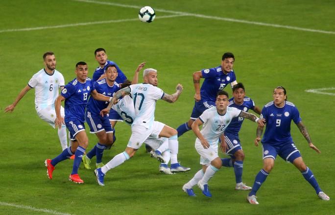 Messi ghi bàn, Argentina vẫn xếp chót bảng - Ảnh 1.