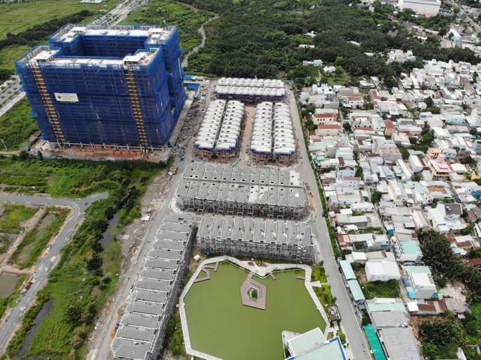 Vụ xây lụi 110 biệt thự: Sở Xây dựng nói lỗi do yếu tố khách quan - Ảnh 1.