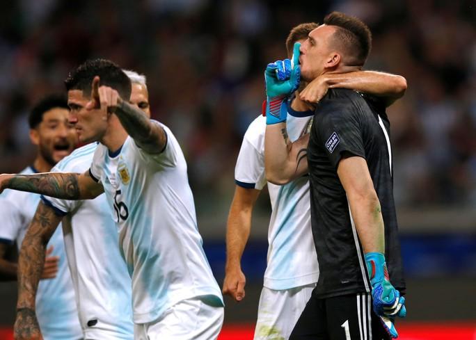 Messi ghi bàn, Argentina vẫn xếp chót bảng - Ảnh 5.