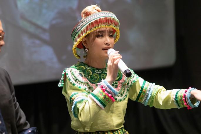 Mị Hoàng Thùy Linh không chờ A Phủ giải cứu - Ảnh 3.