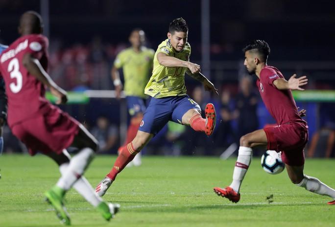 Chật vật hạ Qatar, Colombia đoạt vé tứ kết Copa America - Ảnh 6.