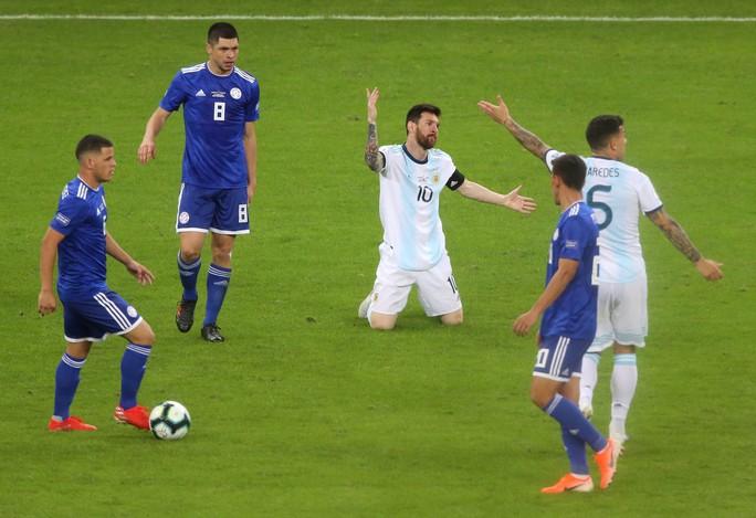 Messi ghi bàn, Argentina vẫn xếp chót bảng - Ảnh 6.