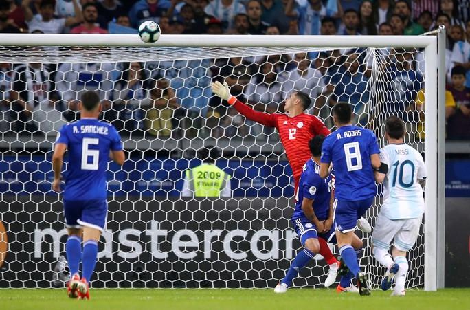 Messi ghi bàn, Argentina vẫn xếp chót bảng - Ảnh 3.