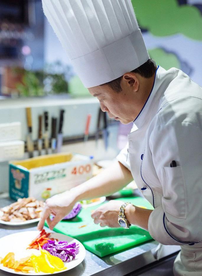 Đầu bếp người Việt của Angelina Jolie: Đâu dễ lãnh lương của siêu sao! - Ảnh 2.