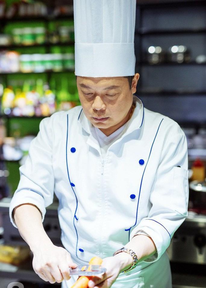 Đầu bếp người Việt của Angelina Jolie: Đâu dễ lãnh lương của siêu sao! - Ảnh 1.