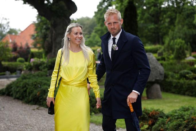 Huyền thoại sống Peter Schmeichel cưới cựu người mẫu Playboy - Ảnh 6.