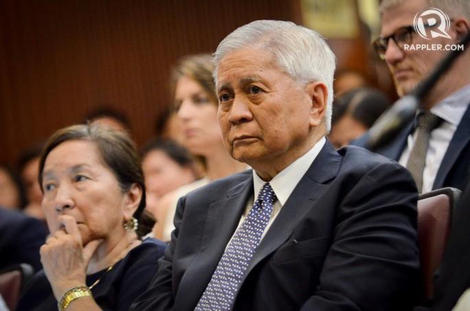 Cựu Bộ trưởng Philippines chỉ trích Trung Quốc bị giữ tại Hồng Kông - Ảnh 1.