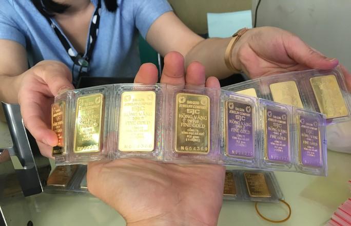 Nhảy vọt, giá vàng SJC chạm mốc 39 triệu đồng/lượng - Ảnh 1.