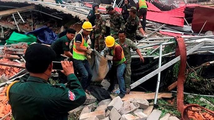 Campuchia: Sập nhà của chủ đầu tư Trung Quốc, 28 người thương vong - Ảnh 1.