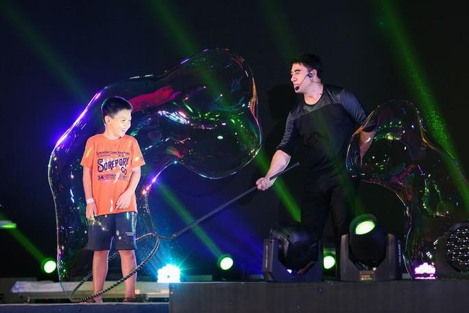 Mãn nhãn với màn trình diễn 3 kỷ lục thế giới của vua bong bóng Fan Yang - Ảnh 8.