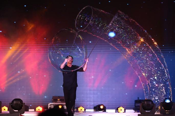 Mãn nhãn với màn trình diễn 3 kỷ lục thế giới của vua bong bóng Fan Yang - Ảnh 12.