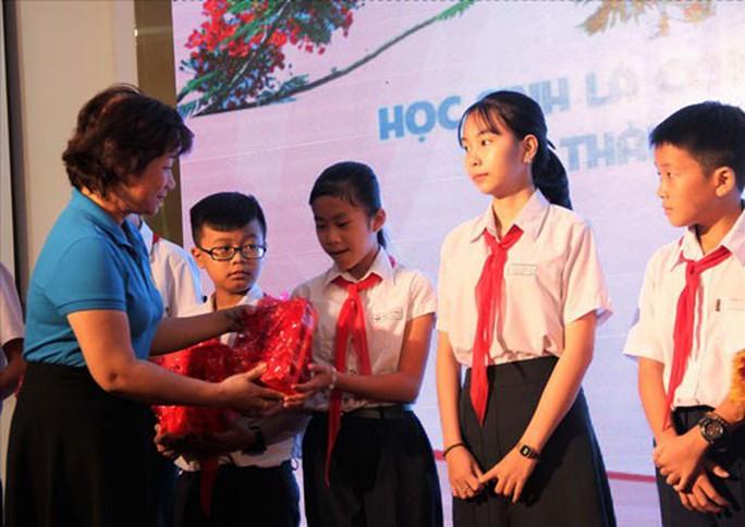 ĐÀ NẴNG: Khen thưởng con CNVC-LĐ vượt khó học giỏi - Ảnh 1.