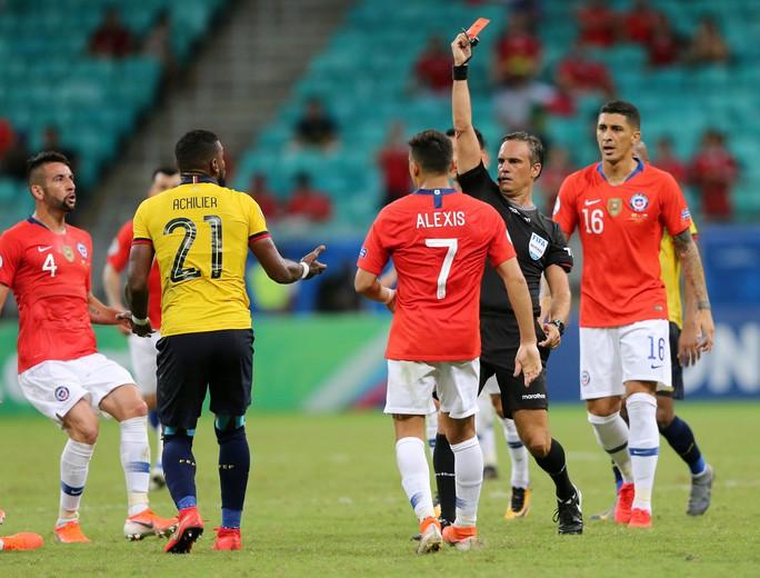 Sanchez lập siêu phẩm đưa Chile vào tứ kết Copa America - Ảnh 7.