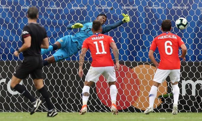 Sanchez lập siêu phẩm đưa Chile vào tứ kết Copa America - Ảnh 5.