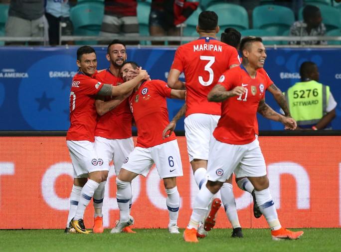 Sanchez lập siêu phẩm đưa Chile vào tứ kết Copa America - Ảnh 4.