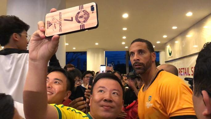 Park Ji-sung khuyên cầu thủ Việt sang châu Âu, Đặng Văn Lâm mơ đá cặp với Rio Ferdinand - Ảnh 4.