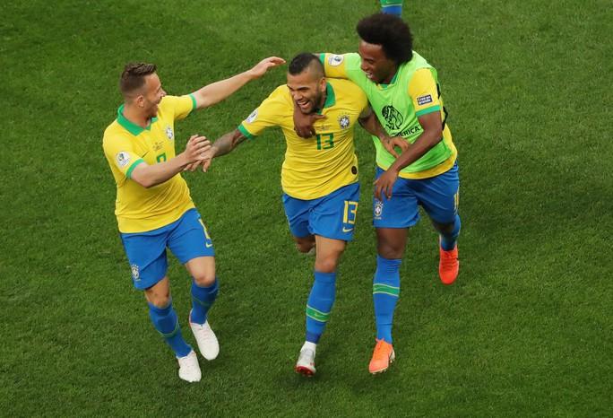 Đè bẹp Peru, Brazil ung dung đoạt vé tứ kết Copa America - Ảnh 6.