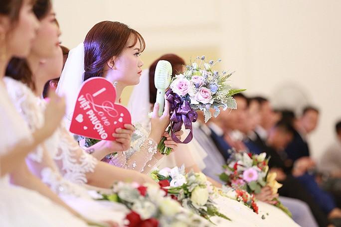 Ấn tượng lễ cưới tập thể của  công nhân  - Ảnh 2.