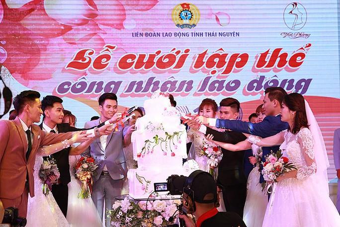 Ấn tượng lễ cưới tập thể của  công nhân  - Ảnh 4.