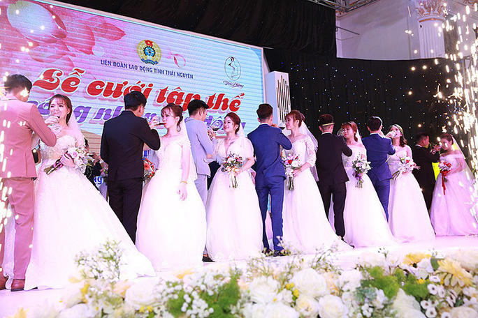Ấn tượng lễ cưới tập thể của  công nhân  - Ảnh 5.