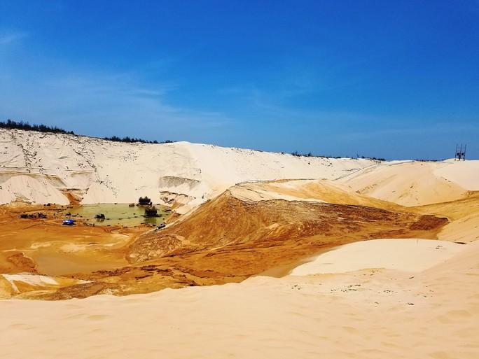 Sụt cát khi khai thác titan, 1 công nhân tử vong và 4 người bị thương - Ảnh 1.