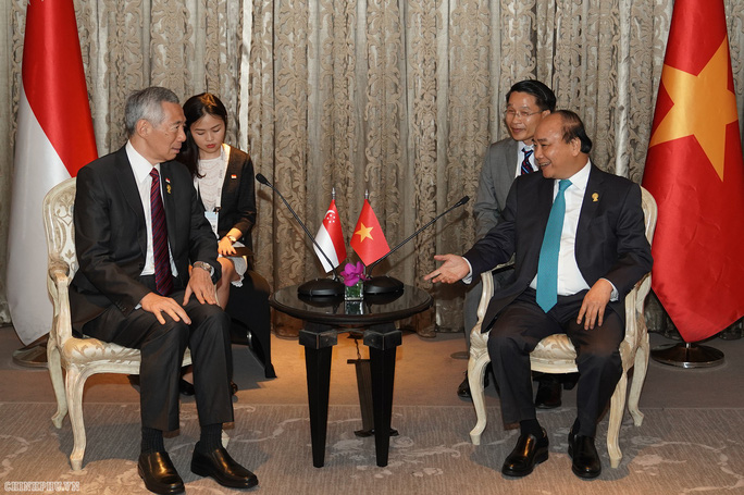Thủ tướng Nguyễn Xuân Phúc phê phán phát biểu của Thủ tướng Lý Hiển Long - Ảnh 1.