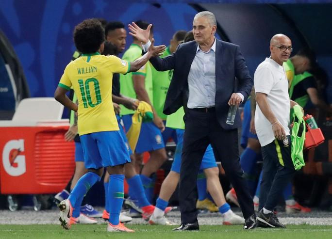 Đè bẹp Peru, Brazil ung dung đoạt vé tứ kết Copa America - Ảnh 2.