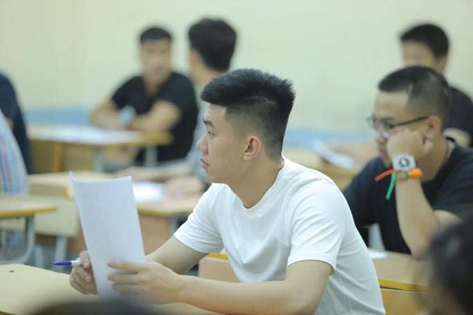 Hồi hộp, lo lắng làm thủ tục thi THPT quốc gia - Ảnh 15.