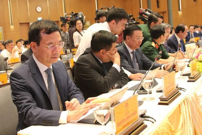 Thủ tướng chủ trì phiên họp e-Cabinet, thông qua nghị quyết đầu tiên bằng iPad - Ảnh 2.