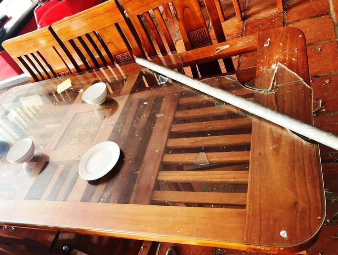 Clip vụ hỗn chiến trong nhà hàng ở biển Hải Tiến - Ảnh 2.