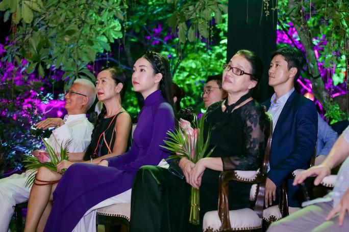 Lan Ngọc, Ngọc Trân duyên dáng tại Huế - Ảnh 8.