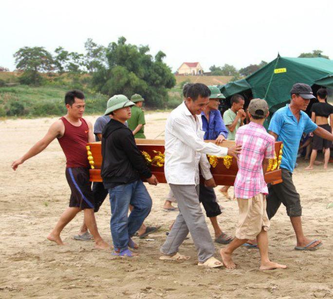 Nhói lòng tang lễ 2 nam sinh lớp 12 đuối nước tử vong trước ngày thi THPT - Ảnh 3.