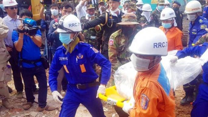 Campuchia buộc tội 4 công dân Trung Quốc vụ sập nhà cao tầng - Ảnh 1.