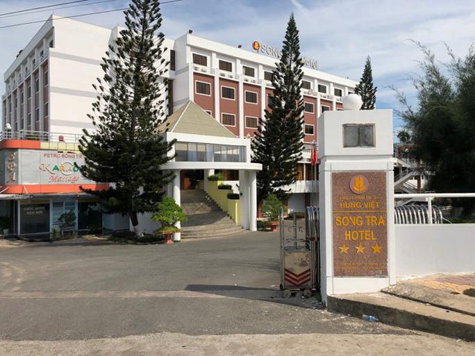 2 học sinh chết đuối bất thường trong hồ bơi khách sạn - Ảnh 1.