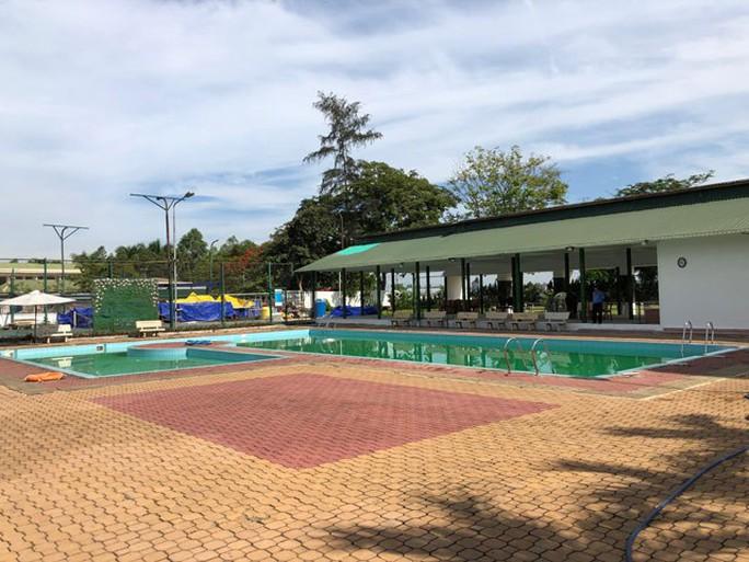 2 học sinh chết đuối bất thường trong hồ bơi khách sạn - Ảnh 2.