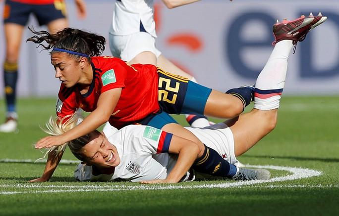 Hai quả penalty giúp Mỹ đánh bại Tây Ban Nha - Ảnh 4.