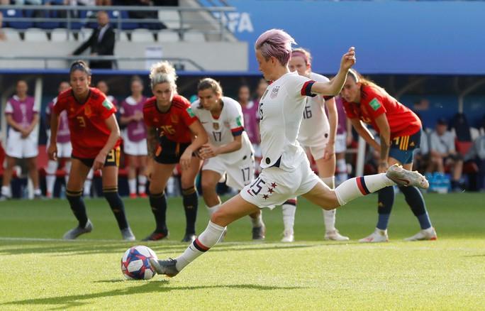 Hai quả penalty giúp Mỹ đánh bại Tây Ban Nha - Ảnh 3.