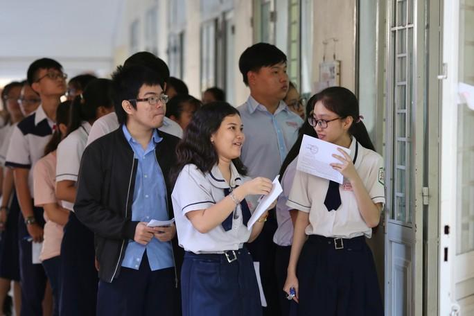 Kết thúc môn thi THPT quốc gia đầu tiên, 22 thí sinh bị đình chỉ thi - Ảnh 1.