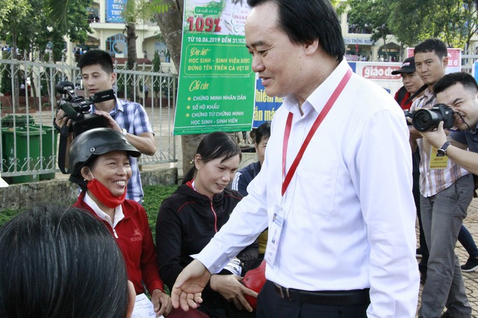 Bộ trưởng Phùng Xuân Nhạ: Bài thi điểm cao bất thường phải kiểm tra lại - Ảnh 2.