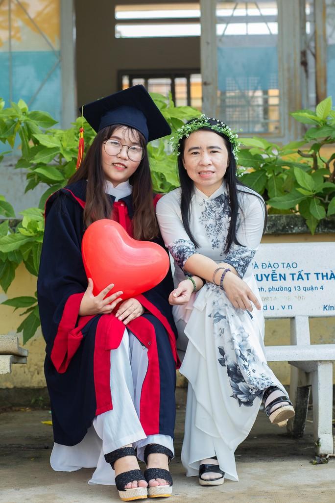 Thí sinh nghèo ở TP HCM vượt khó đi thi để chạm ước mơ - Ảnh 2.