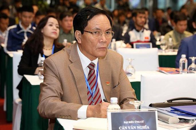Ông Cấn Văn Nghĩa từ chức Phó chủ tịch VFF - Ảnh 1.