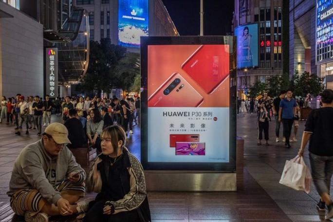 Các công ty Mỹ phớt lờ lệnh cấm, tiếp tục bán hàng cho Huawei - Ảnh 1.