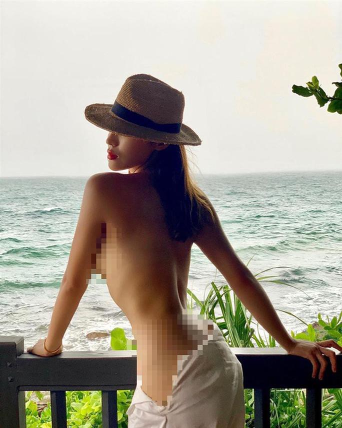 Khoe thân táo bạo, Hoa hậu Kỳ Duyên gây tranh cãi - Ảnh 1.